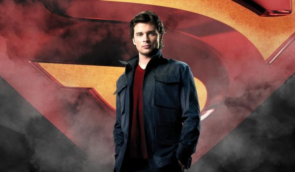 Том Уелинг се завръща в ролята си на Супермен в кросоувъра по CW снимка